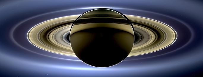 Saturn-odvracena-strana-z-Cassini